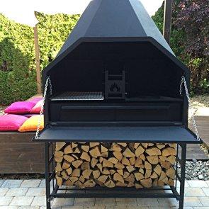 Braai freistehend offen mit Holzuntergestell