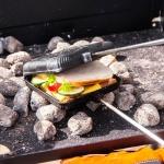 Petromax ein SandwichToaster über Kohlen