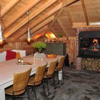 Beispiel BRAAI Einbaumodell Holzkohlegrill in Gartenhaus