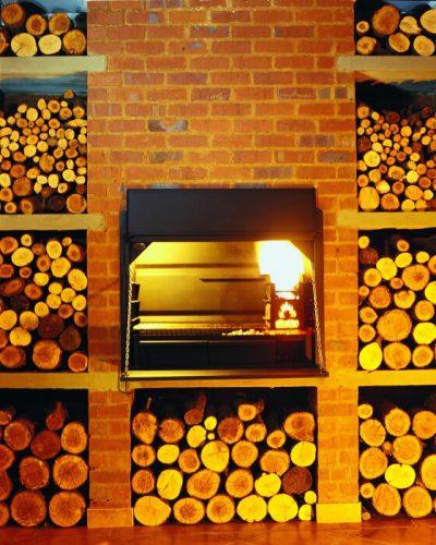 HomeFires BRAAI Einbaumodell Holzkohlegrill Beispiel Einbau in Ziegelwand