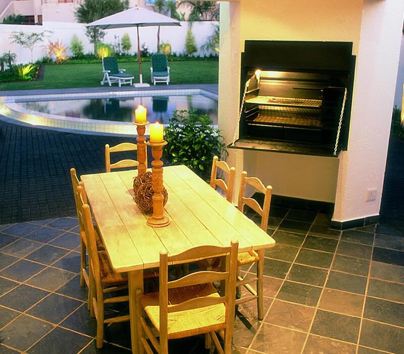 HomeFires BRAAI Einbaumodell 800 in Wand integriert
