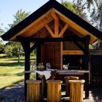 Einbaubraai 1000 in eine stilvolle Hütte mit Theke