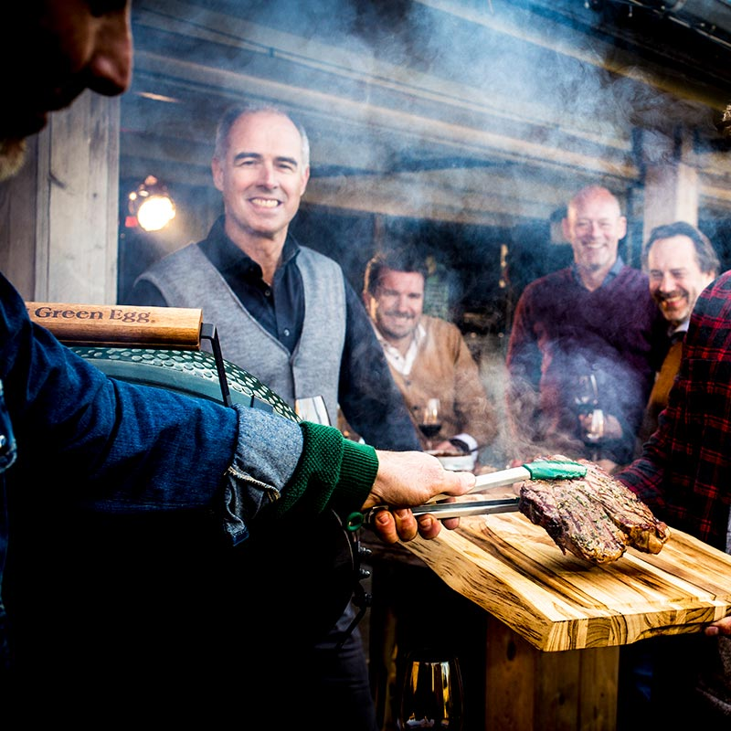 Big Green Egg Event auf der Hütte mit Steaks