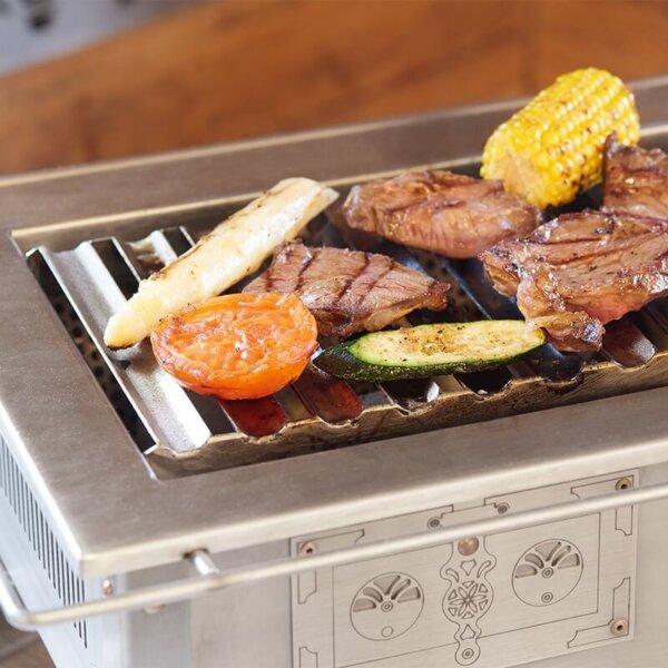 Tischgrill von Pertinger mit Holzkohle grillen am Tisch