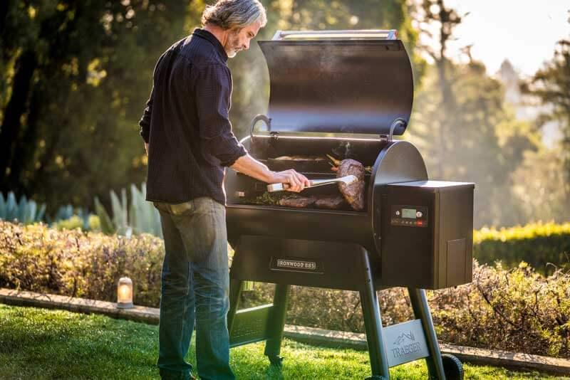Traeger Ironwood885 Grillen Gemüse und Steak